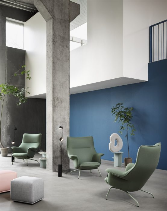 Office lounge area with the Doze lounge chair and the Post floor lamp from Muuto